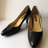 Классические туфли из натуральной кожи.