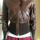 Продам фирменную кожаную куртку оригинал