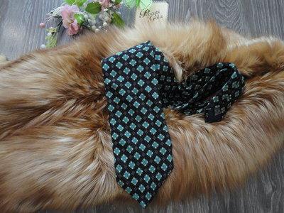 Стильный яркий галстук с орнаментом
