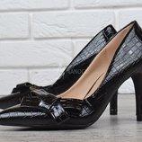 Туфли лодочки женские на каблуке шпильке с бантом Classic style черные
