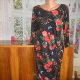 Платье красивое,актуальный цветочный принт