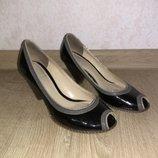 Лакированные туфли с открытыми пальчиками Clarks р. 4