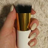 Кисть для макияжа кабуки с коротким ворсом таклон разные цвета