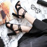 Босоножки на широком устойчивом каблуке