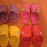 Кроксы, пляжные тапки, обувь для бассейна