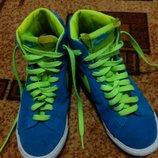Продам замшевые кроссовки NIKE на подростка