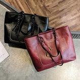 Большая вместительная сумка с мраморным оттенком и тиснением В наличии