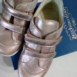 Zecchino D'oro.ИталияКроссовки кожаные для девочки перламутровые фиол