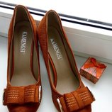 Красивые нарядные туфли цвета терракот.В наличии р. 35,36 размеры.
