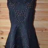 Крутое плотное весеннее черное платье из кружева и металлического декора S, 44.