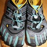 41 разм. Фирменные кроссовки Vibram длина по внутренней стельке 26,5- 27 см., ширина подошвы