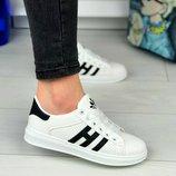 Женские белые кроссовки Adidas
