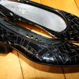 38 разм. Фирменные туфли Jenny by Ara. Кожа лакированная длина по внутренней стельке 24,5 см.,