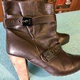 Кожаные женские ботинки на 37