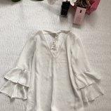 Красивенная блуза с рюшами от River Island 6- размер