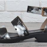 Босоножки женские на маленьком каблуке черные с серебром Luxury