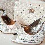 Шикарные белые босоножки с серебрянными пайетками