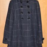 Шерстяное демисезонное двубортное пальто в клетку