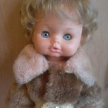 Кукла производства Италии 40 см в шубке