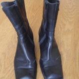 Чоботи короткі шкіряні розмір 38,5 стелька 25,8 см Lisa Tucci