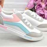 Женские яркие белые кроссовки