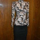 Костюм юбка и блузка, юбка в обтяжку, гольф, костюм юбочный, юбка ниже колена, кофточка с розами