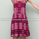 Стильное вискозное платье миди длины в принт на худенькую девушку