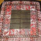 Платок с красивым орнаментом в бордовой гамме