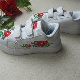 Белые кросовки с вышивкой