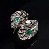 Винтажное красивейшее серебристое кольцо перстень с зеленым камнем и горным хрусталем
