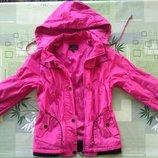 Отличная куртка курточка ветровка. Демисезонная для теплой погоды.