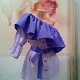 Дизайнерская женская рубашка с воланом ассиметричного кроя .