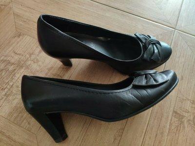 Кожаные туфли Jana