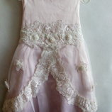 Платье атласное с кружевом и жемчугом.