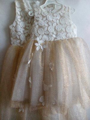 Платье с пышной юбкой,золотистое.