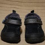 Хорошенькие утепленные замшевые ботиночки черного цвета Crocs C 8 15 см.