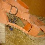 стильні оранжеві босоніжки замша р40 Andre