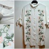 Белая удлиненная блуза с вышивкой цветы вискоза