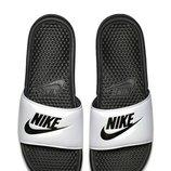 Шлепанцы Nike White/Black JDI. Benassi