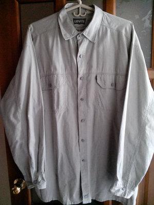 Рубашка мужская LEVIS классического стиля.