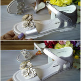 Кожаные босоножки для девочки фирма Сказка р-р 31-36 белые и серебро