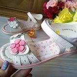 Кожаные босоножки для девочки фирма Сказка р-р 25-30 белые цветные цветочки