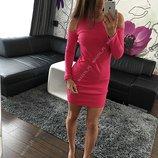 Платье мини с вырезами на плечах
