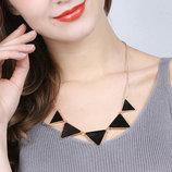 Колье ожерелье черные треугольники