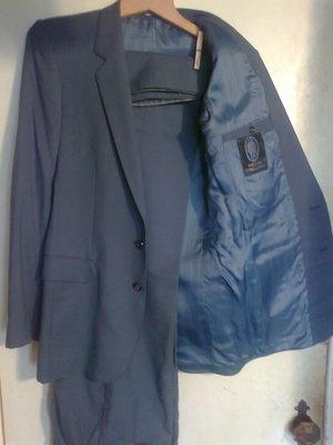 костюм на выпускной и экзамены серо-стальной