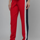 Трендовые зауженные к низу брюки с контрастными двухцветными лампасами
