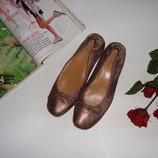 Золотистые туфли UST. Размер 40