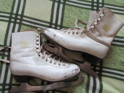 Коньки натуральная кожа хоккейные и белые 33,37 р-р. Качество Ссср.