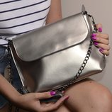 Кожаная сумочка, клатч на длинной цепочке, цвет серебро
