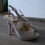 Красивые босоножки туфли бежевые на тонком каблуке летняя обувь